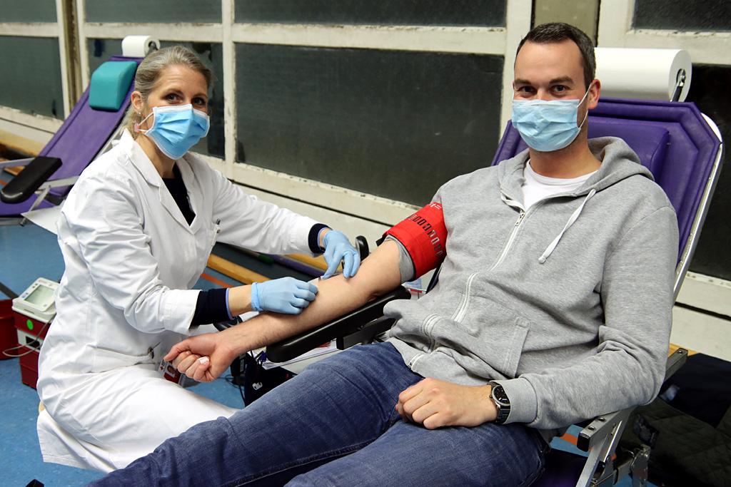 Blutspender auf der Liege